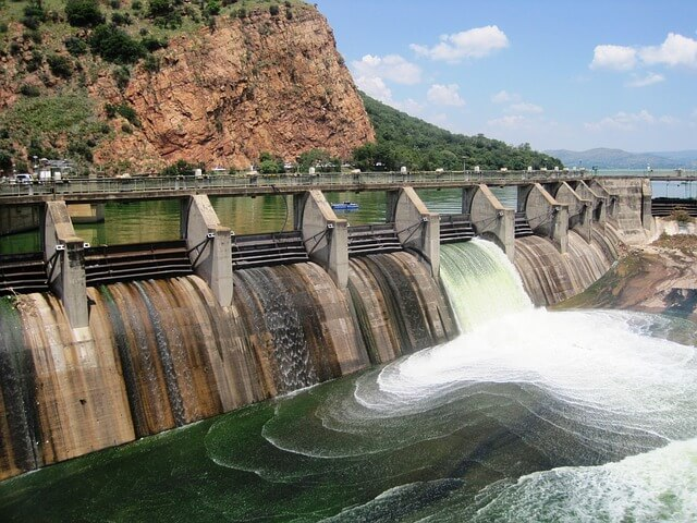 aplikasi rumus debit air pada bendungan