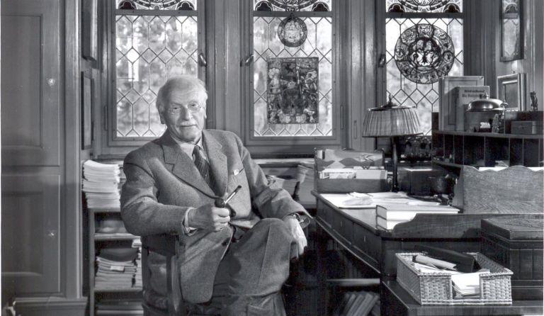Carl Gustav Jung: Arti Introvert dan Ekstrovert Menurut Pencetus Aslinya 30