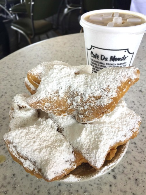 Top 16 Things To Do in New Orleans | Cafe Du Monde | French Quarter| New Orleans, LA (USA)
