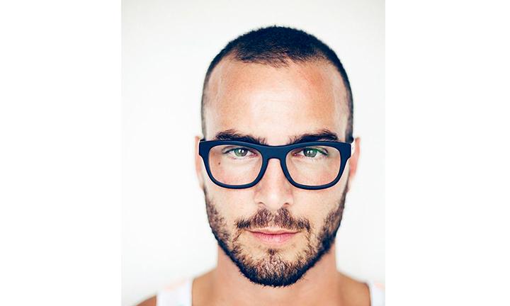 mens-short-hairdo-glasses