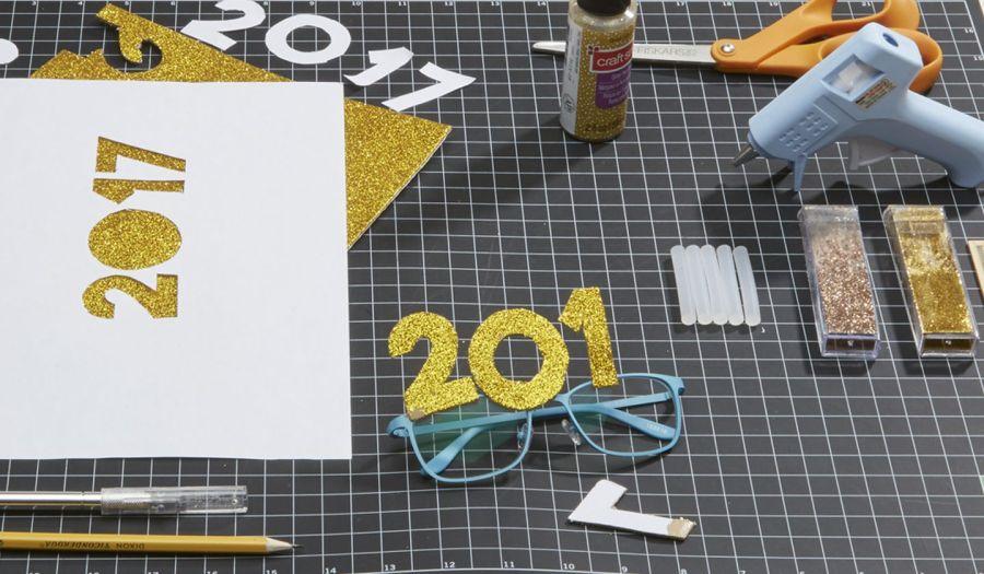 making-new-years-eve-glasses