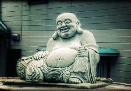 """""""Grasso come un Buddha"""": in realtà il personaggio grasso e ridente che ricorre spesso nell'arte popolare cinese non è il Buddha Siddharta Gautama, ma il Budai"""
