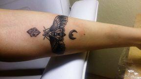 éjszakai pillangó tattoo