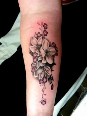 virág tetoválás