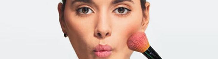 Jak opticky zúžit obličej pomocí líčení