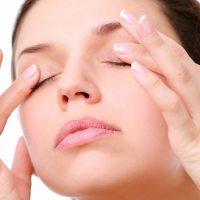 Máš po celém dni namožené oči? Vyzkoušej tyto domácí obklady na unavené oči!