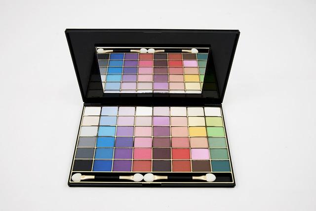 eyeshadow-680002_640