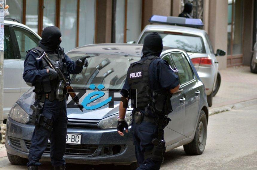 Arrestohen tre persona të dyshuar për terrorizëm