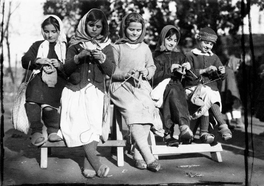 FOTO e rrallë: Pesë vajzat shqiptare në vitin 1920