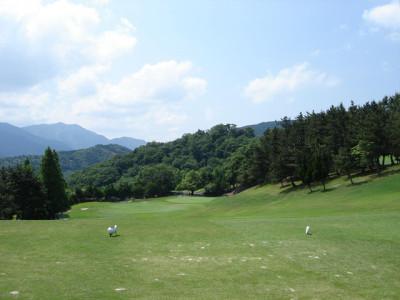 夏のトゴルフ場と緑と青空