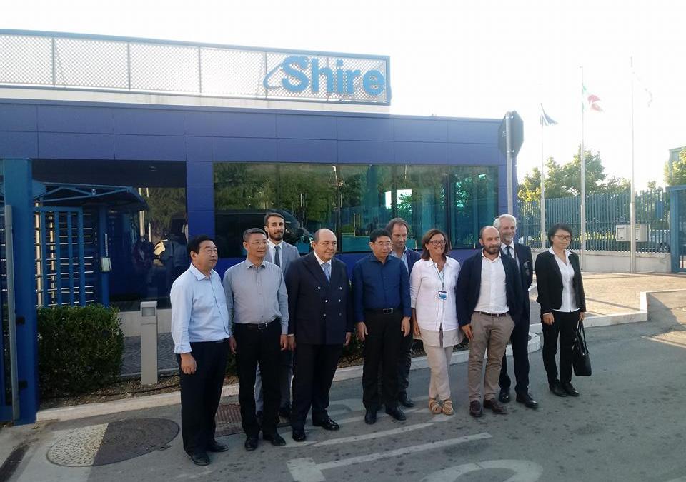 Visita del Governatore Cinese visita del Di Hainan Wang Lu a Shire