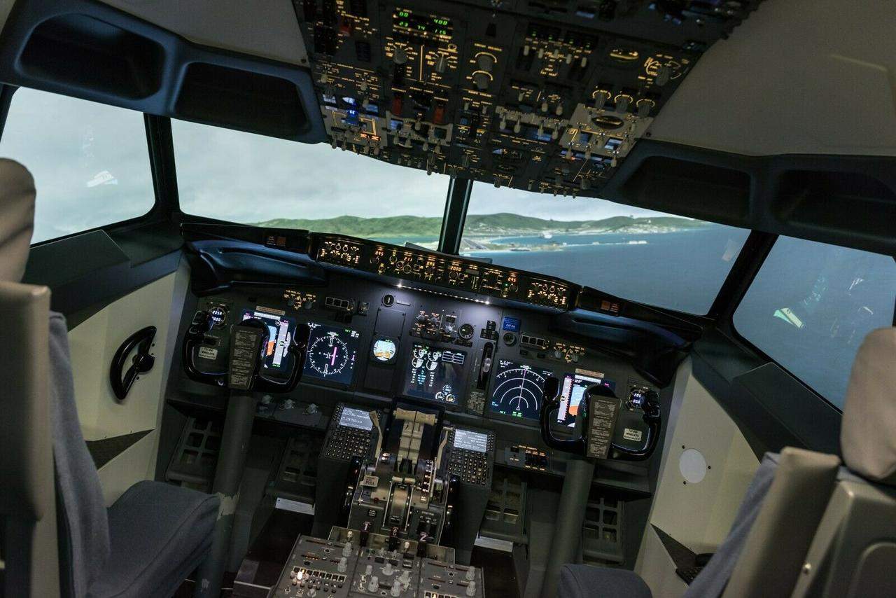 737 flight simulator [ 1280 x 854 Pixel ]