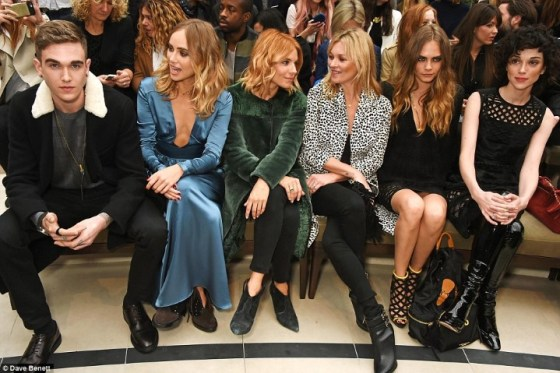 2C998D8C00000578-3243288-Pride_of_place_L_to_R_Suki_Waterhouse_Sienna_Miller_Kate_Moss_Ca-a-177_1442849087160 (Custom)