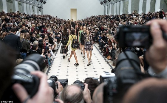 2C99F86700000578-3243288-One_to_watch_The_Burberry_Prorsum_show_is_always_a_highlight_of_-a-199_1442849087186 (Custom)