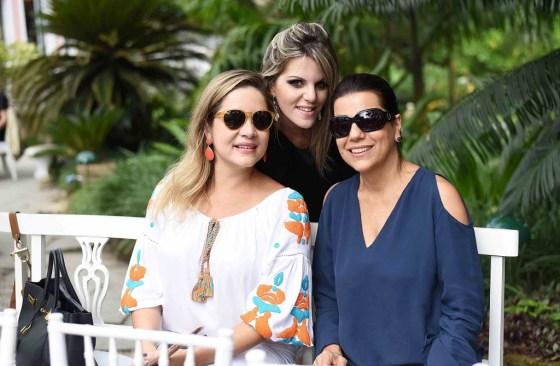 Bianca e Teresa Gibbon e a DJ Scarlet