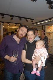 Valerio Ricci e Fabia Schnnor e a filhinha