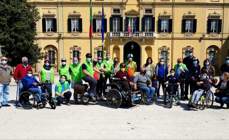 Sulle ruote della libertà – la magica bici si presenta alla città