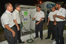 PDB Img 3 - Datuk Wan trying out the new nitrogen tyre inflator, an environmental-friendlier alternative