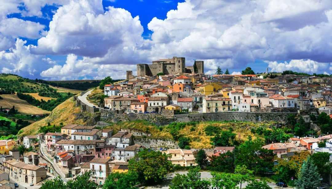 Melfi, il borgo della Basilicata circondato da splendide ...
