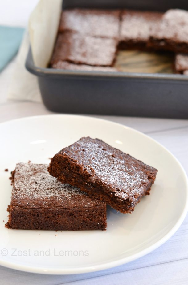 Fudgy mascarpone brownies (gluten free) - Zest and Lemons