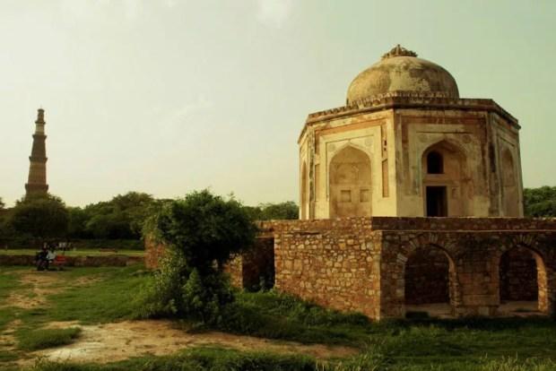 Mehrauli Archaeological Park for couples