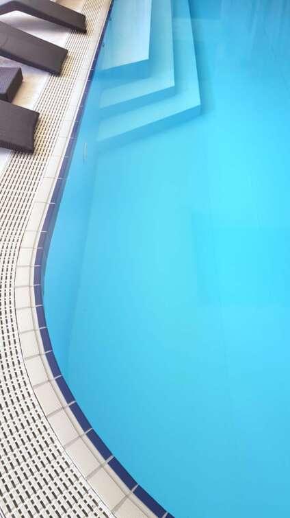 piscine-per-hotel-case-giardino