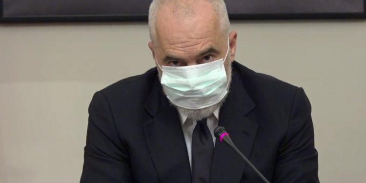 Sa është gjoba për mbajtjen e maskës, institucionet që përfitojnë nga gjobat