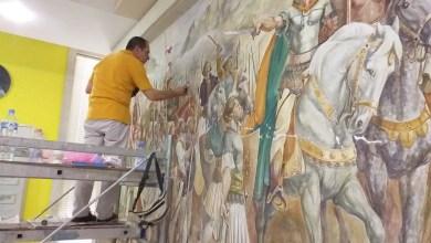 """Photo of U dëmtua nga tërmeti i 26 nëntorit, restaurohet piktura murale """"Bashkimi i principatave shqiptare"""" në Muzeun Historik"""