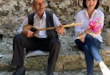 Photo of Siç nuk e keni parë kurrë, ambasadorja Yuri Kim shijon tingujt e çiftelisë (VIDEO)