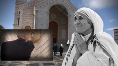 """Photo of Tre pikat e gjakut të """"Nënë Terezës"""" në Katedralen e Prishtinës, monsinjori: Si e morëm nga Kalkuta"""