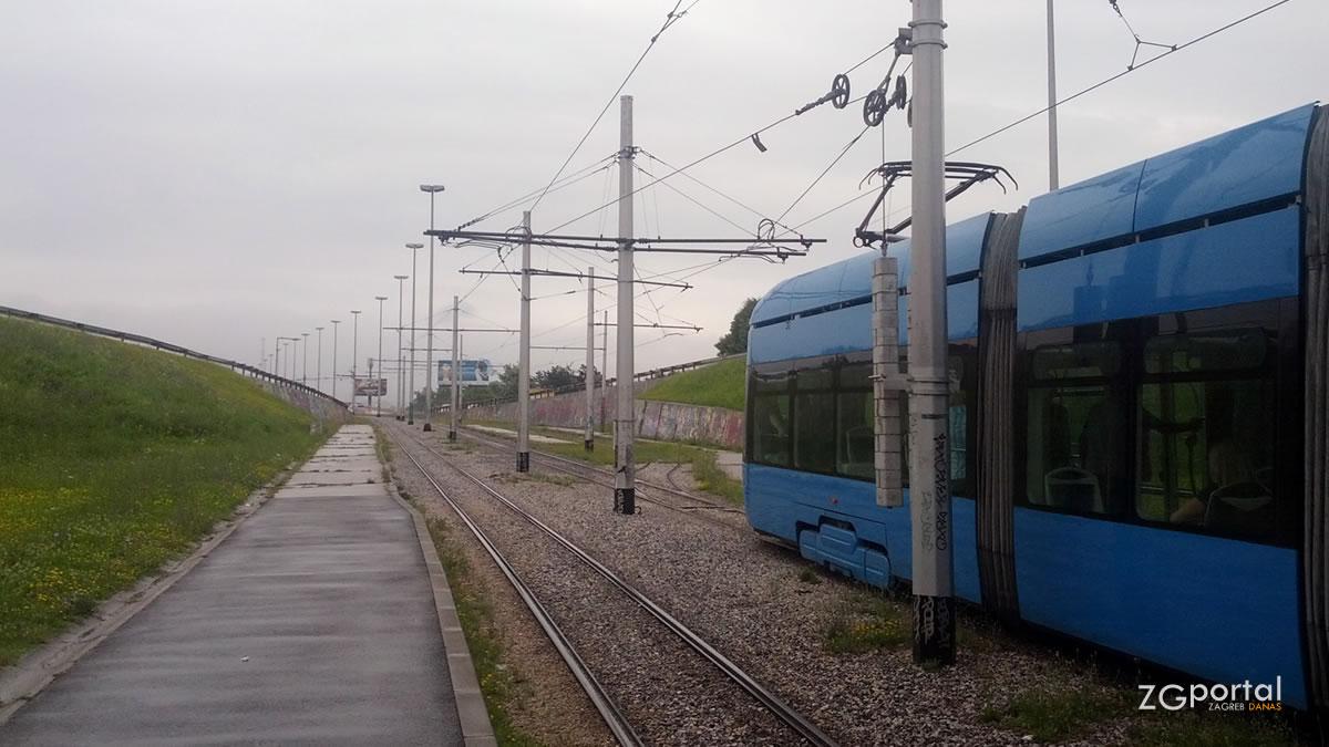 """tramvajska stanica """"rotor"""" / zagreb, srpanj 2014."""