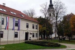 ivanić-grad - gradska uprava i crkva svetog petra apostola - studeni 2019.