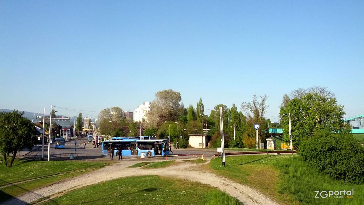 """autobusno - tramvajski terminal """"savski most"""" zagreb / travanj 2015."""