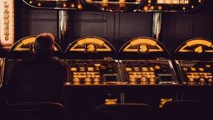 slots casino gaming machines / 2021.