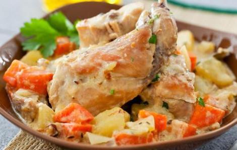 Приготовление кролика с овощами. Два разных варианта блюда.