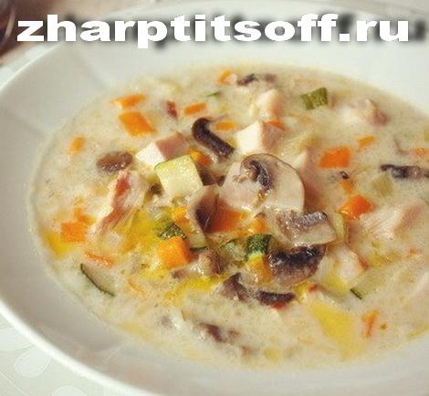 Курица, кабачок, грибы, рис, сливки суп вкусный. Диетический суп.