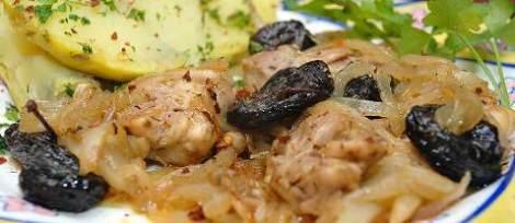Тушеная курица с черносливом. Мясо со вкусом дымка от костра.