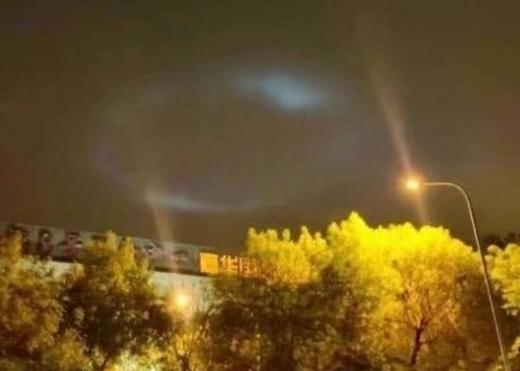 异象!京津夜空惊现神秘光斑| 法轮大法正见网