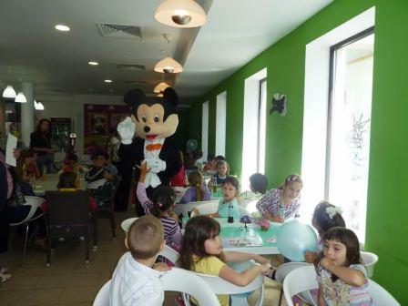 Sărbătoare liberală pentru copiii defavorizaţi