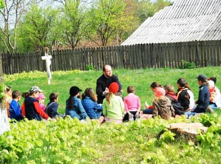 """""""Școala de duminică"""" pentru copiii din Todireni și Poienile Oancei"""