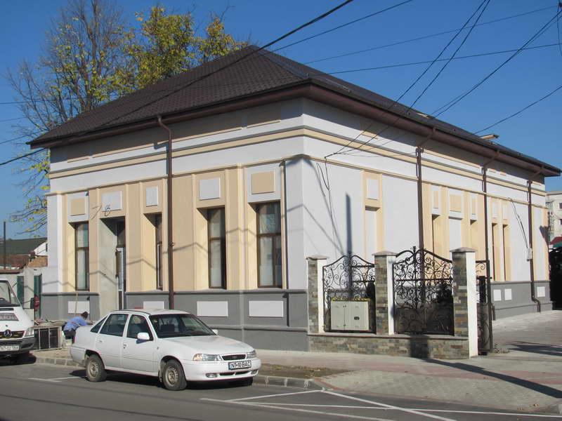 """Imobilul de lângă """"Casa Romașcană"""" este în curs de reabilitare"""