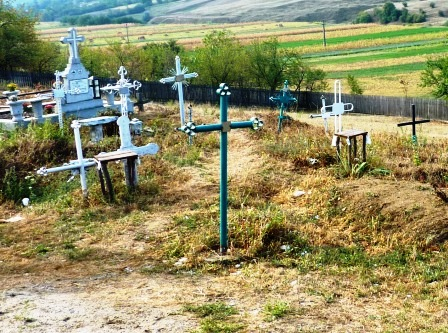 Cimitirele din satele Romanului sunt revendicate de preoți