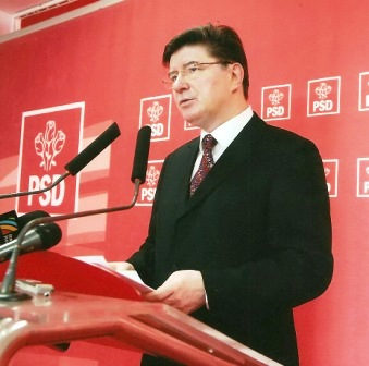"""""""Revizuirea Constituției se face prin dialog cu toate grupurile parlamentare"""""""