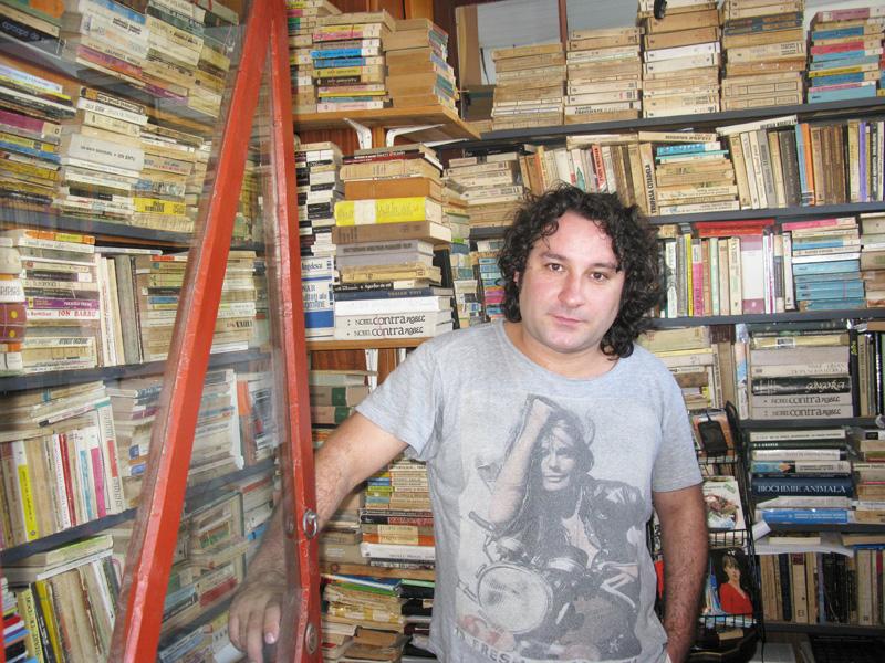 """Teatrul """"Bacovia"""" aduce chirițe moderne și un actor romașcan la Casa de Cultură"""