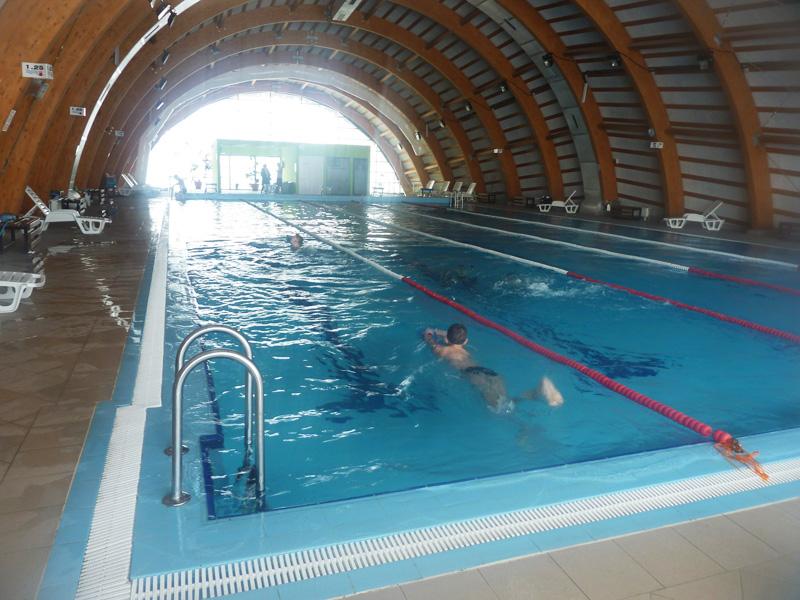 Bazinul de înot din Roman caută viitorii sportivi de performanță