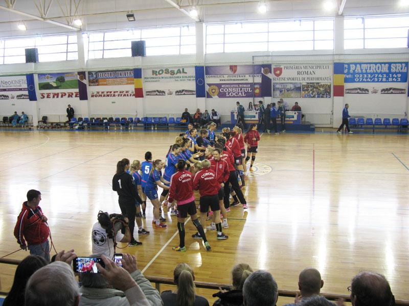 HCM Roman învinge Corona Braşov în primul meci al optimilor Cupei EHF