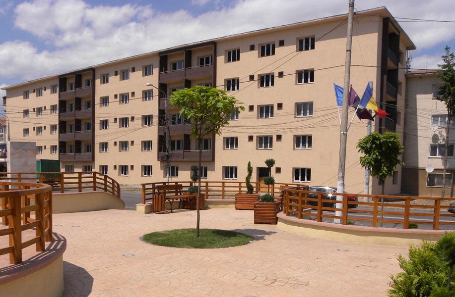 Spitalul are cinci apartamente libere şi zeci de solicitări