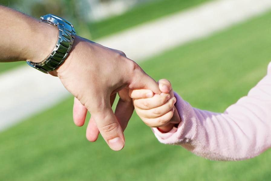 Copiii instituționalizați așteaptă să fie luați acasă de o familie