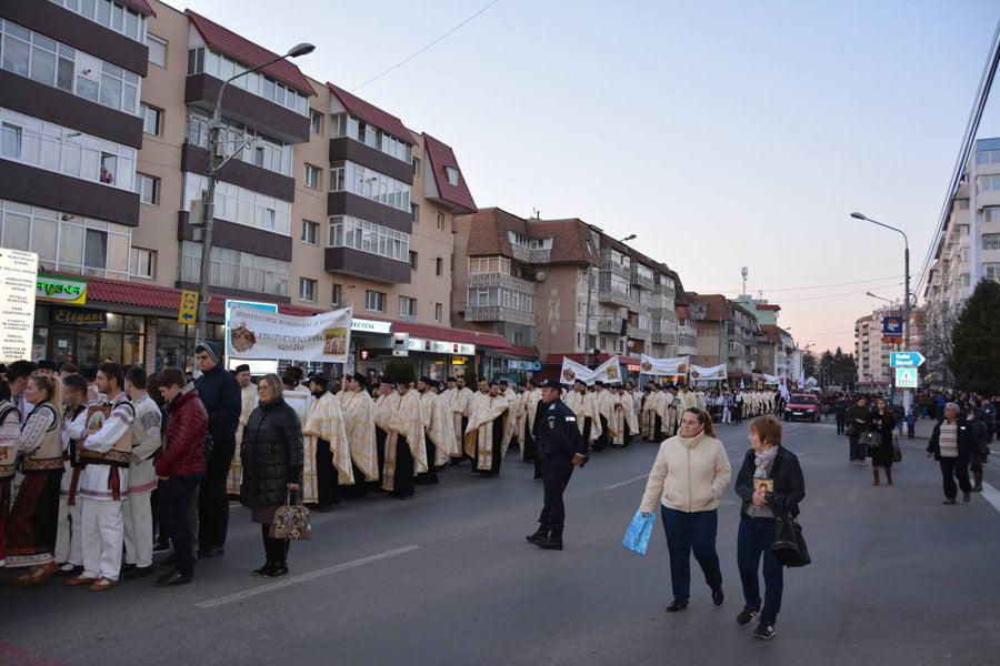 Mii de oameni la procesiunea din Duminica Ortodoxiei