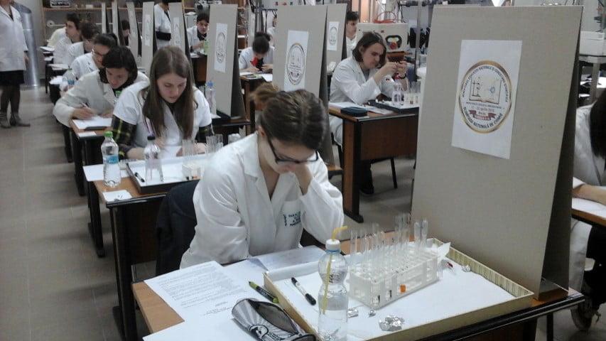 Elevi din Roman și Săbăoani, calificați la Olimpiada națională de chimie
